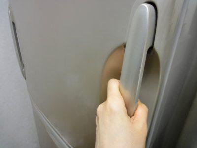 """<span class=""""title"""">冷蔵庫の汚れが外側にある時のキレイにする手順とは?</span>"""